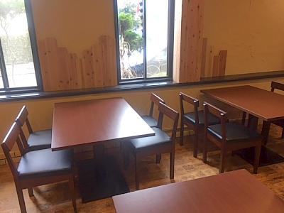 お店内観 窓際テーブル席