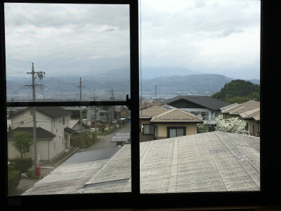 夏カフェ窓景色