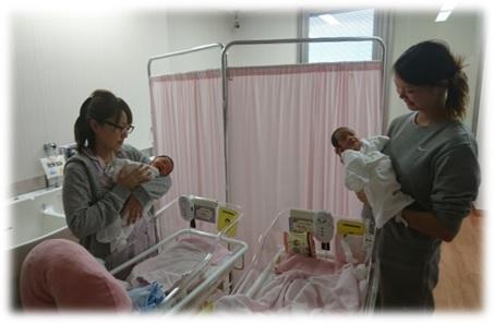 産後の赤ちゃんとお母さんたち