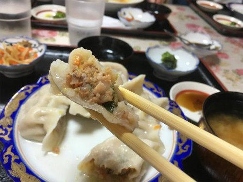 水餃子箸上げ